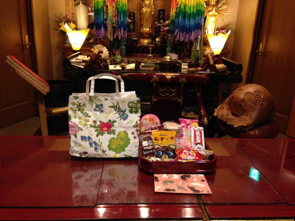 北海道の方からお手紙とお菓子が届きました。