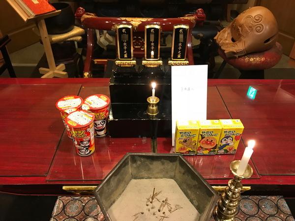 東京都の方よりお供え物のお菓子・飲み物とお手紙が届きました。
