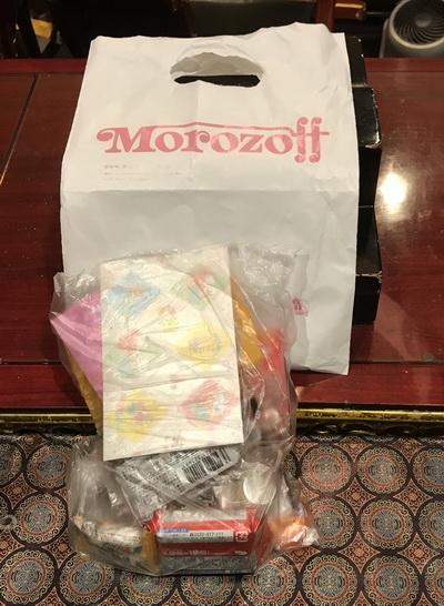 北海道の方よりお供え物のお菓子が届きました